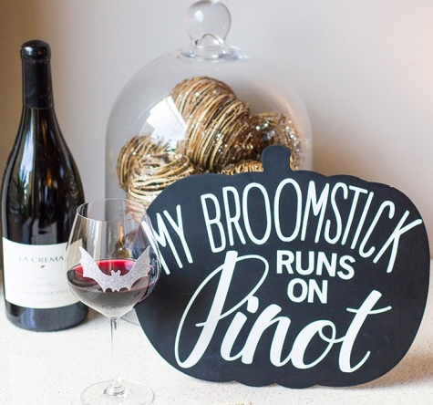 DIY-chalkboard-halloween-wine-sign-this-is-such-a-cute-idea-